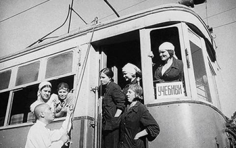 Трамвайные экскурсии, фестиваль «Велокино», единой школьной формы не будет и другие городские новости