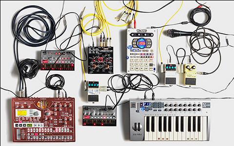 Семплеры, ноутбуки, автоарфа и матрешка: концертный инструментарий электронщиков