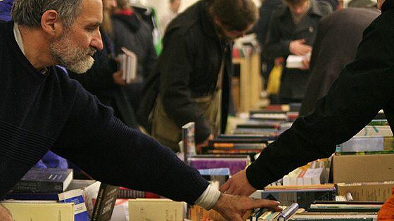 Книжная ярмарка «Черный-черный рынок»