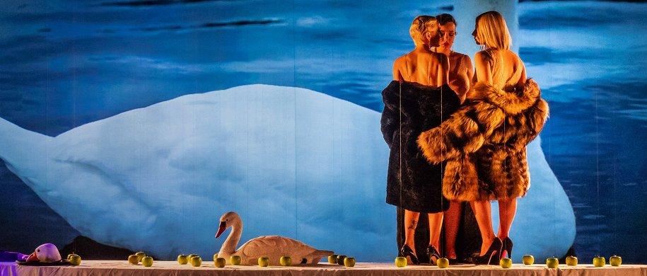 Зарубежечка + современочка: что смотреть на осенних театральных фестивалях