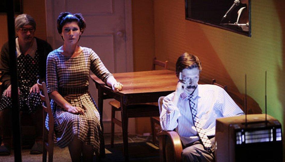 Театр: Папа уходит, мама врет, бабушка умирает
