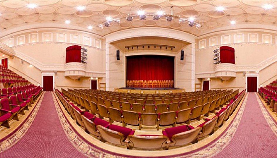 Театр: Один дома