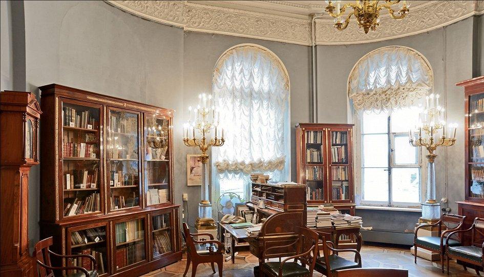 Выставки: Эрмитажная библиотека. Страницы истории новейшего времени
