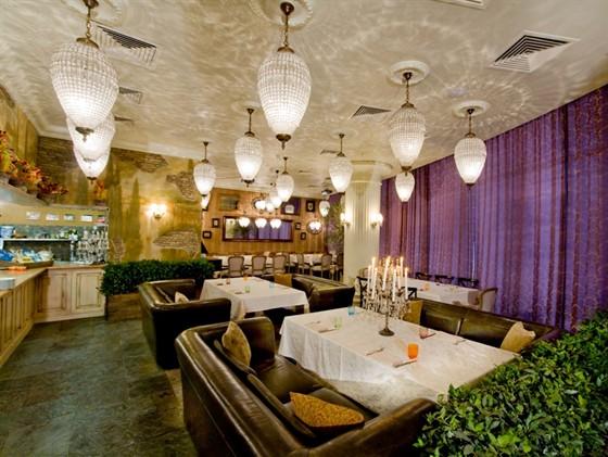 кафе и рестораны у метро международной