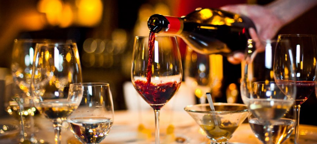fitcher: «Накидка», «Оранжевая кровь» и «Забери меня сегодня»: зачем ресторанам свои вина и где их пить