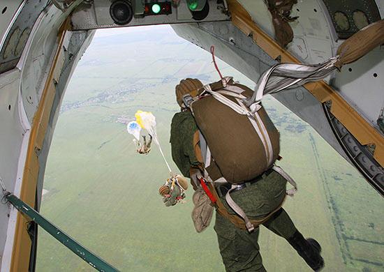 Морские пехотинцы Балтийского флота совершили более 5тысяч прыжков спарашютом в2020 году