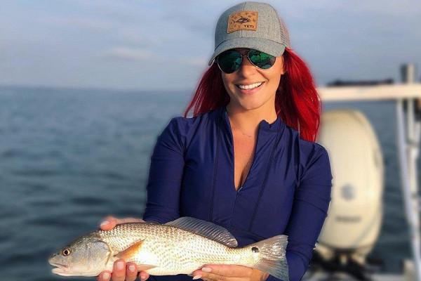 Русалка»: модель покорила Сеть любовью к рыбалке — Рамблер/женский
