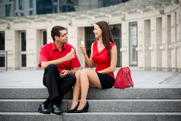 Мужчин представляют женщинам при знакомстве