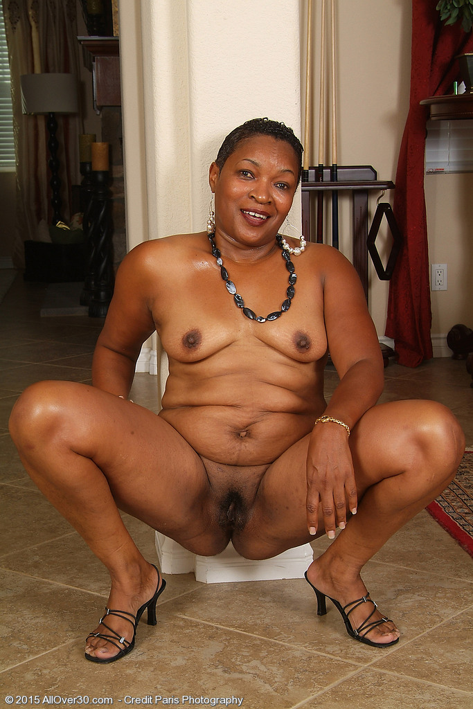 ebony-black-mature-sexpictures-debra-nude-swim