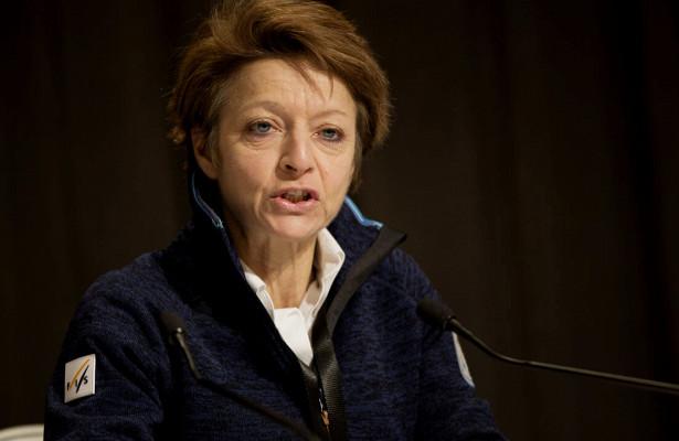 Генсекретарь FISСара Льюис покинула свой пост всвязи сутратой доверия. Онаработала наэтой должности с2000 года