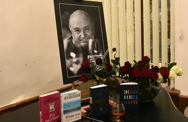 Жванецкого похоронили наНоводевичьем кладбище