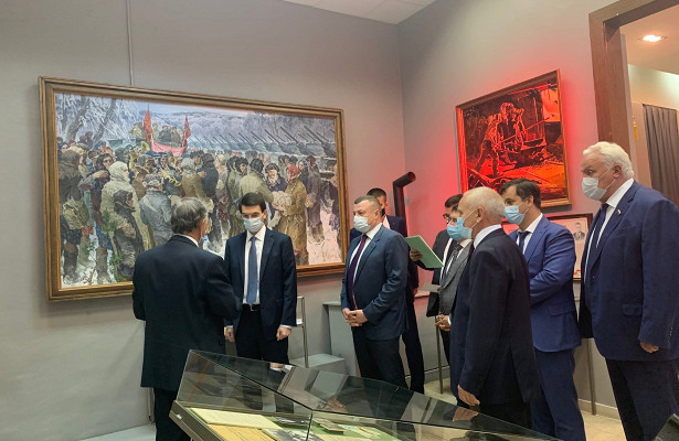 Полпред президента РФвЦФОИгорь Щёголев посетил Музейно-выставочный центр Тамбовской области