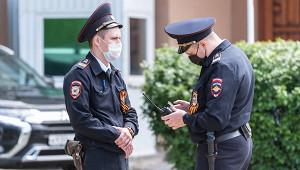 Полицейские жестко задержали россиянина безмаски