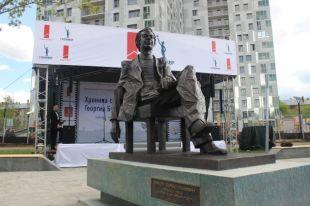Впамять олюбимом артисте. ВПерми открыли памятник Георгию Буркову