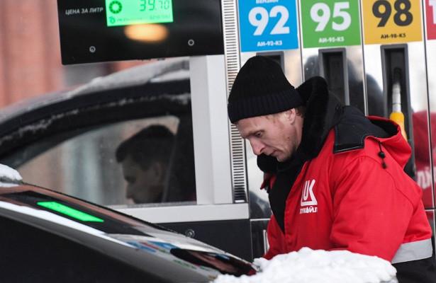 ВХабаровске продают бензин винтернете позавышенным ценам