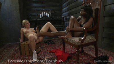Hot mama getting an anal creampie