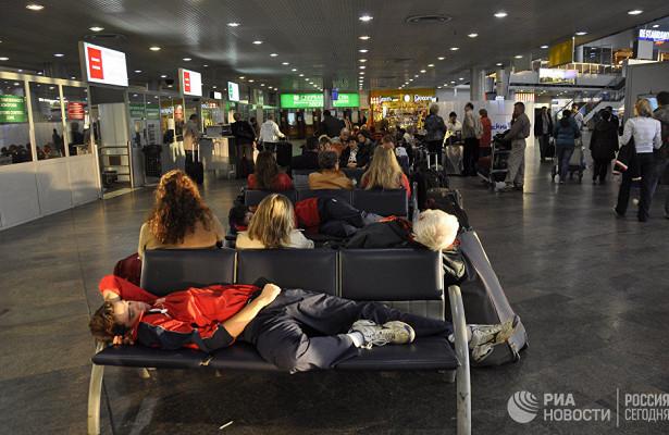 ВСПЧназвали неуважением кпассажирам запрет лежать ваэропортах