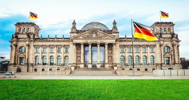 Глава Минздрава Германии игнорирует собственные призывы кборьбе скоронавирусом