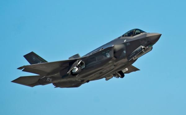 Пентагон заявил о900дефектах уистребителя F-35