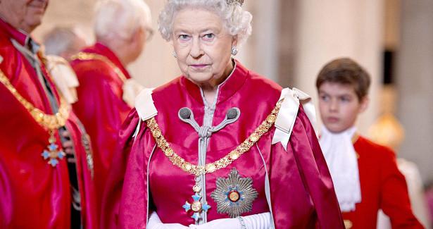 «Королева мира»: Елизавета IIконтролирует даже военно-промышленный комплекс США