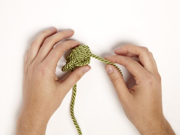 Monkey and knot fist tying