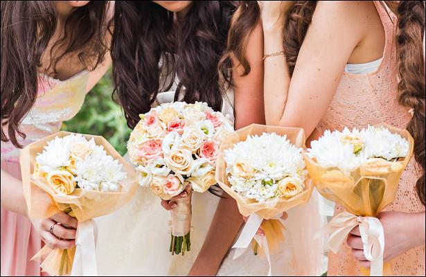Невеста заставила гостей перекрасить волосы