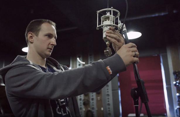Всети появилась документалка опроизводителе микрофонов изТулы, которыми пользуются Radiohead иColdplay