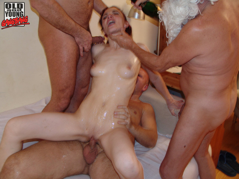 Threesome ffm surprise squirt