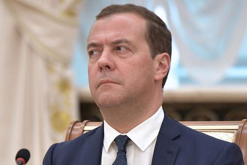 Медведев поручил создать детское телевидение вшколах