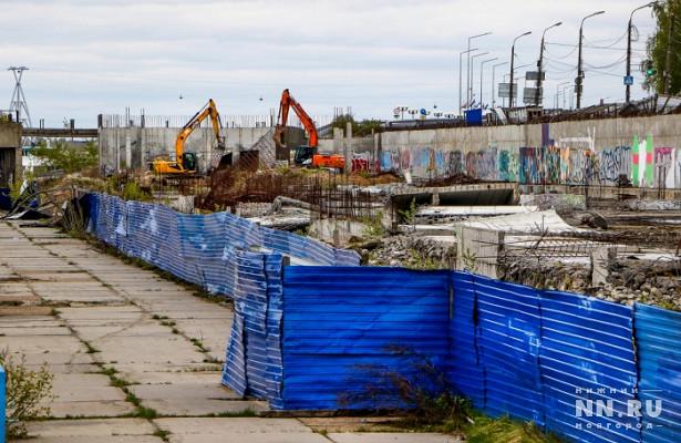 Синий забор наНижне-Волжской набережной предлагают сделать историко-культурным памятником