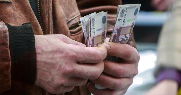 Экономист призвал искать источники дохода помимо зарплаты