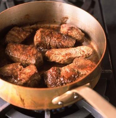 Рецепт Тушеная говядина ввинном соусе