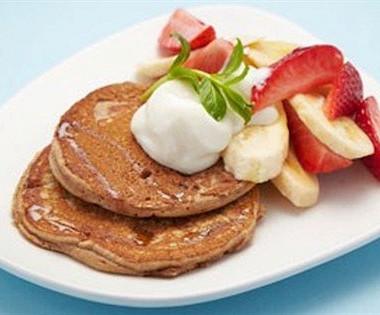 Рецепт Блины изспельтовой муки сосвежими фруктами инатуральным йогуртом