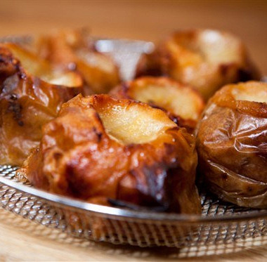 Рецепт Яблоки, запеченные свишневым джемом