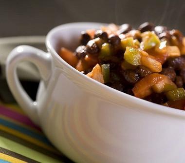 Рецепт Разноцветный салат счерной фасолью илаймовым винегретом