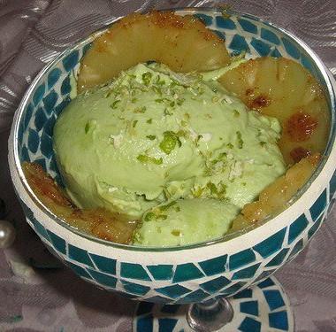 Рецепт Мороженое изавокадо сжареным ананасом