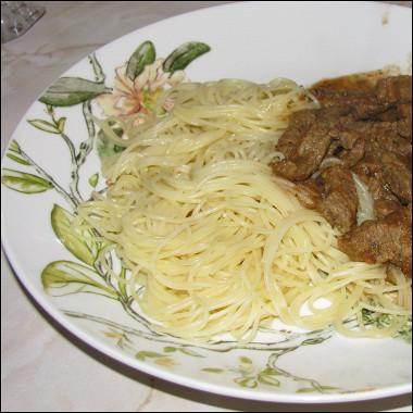 Рецепт Тушеная говядина втоматном соусе сбазиликом