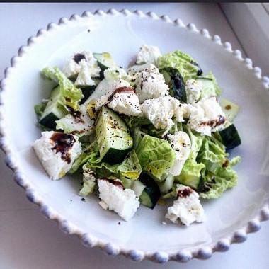 Рецепт Диетический салат изогурца, китайской капусты итворога