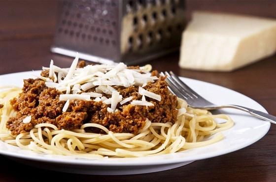 Спагетти болоньезе с пармезаном