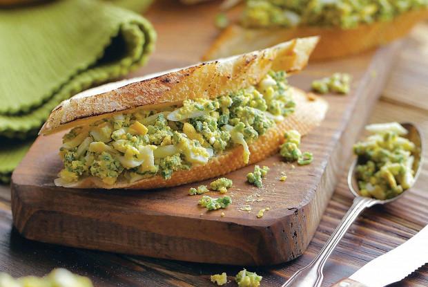 Салат из яйца и зеленого лука