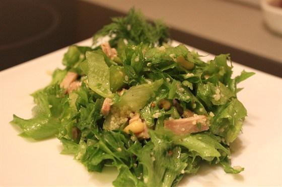 Салат из телятины с кускусом и кедровыми орешками