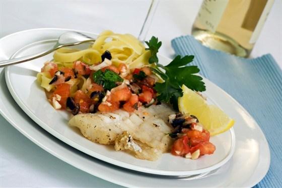 Рыбное филе, тушенное с овощами