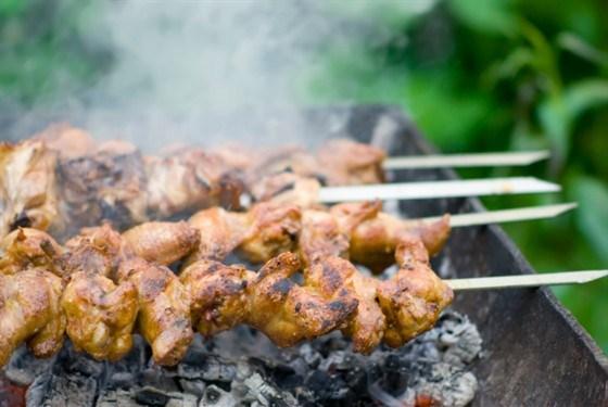 Куриный шашлык с ежевичным соусом