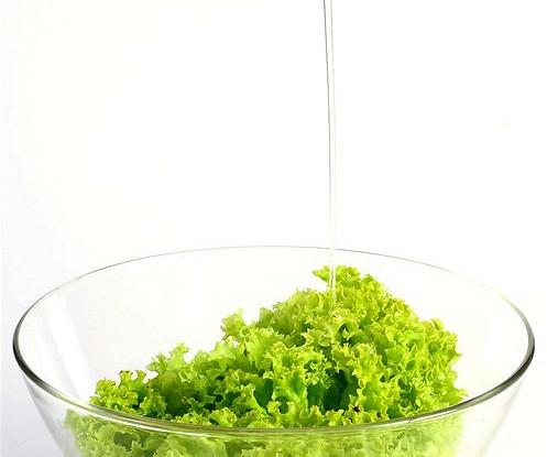 Зеленый салат с горчичной заправкой