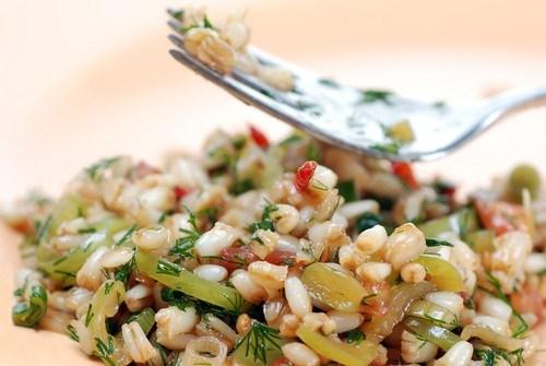 Салат из эммера с овощами
