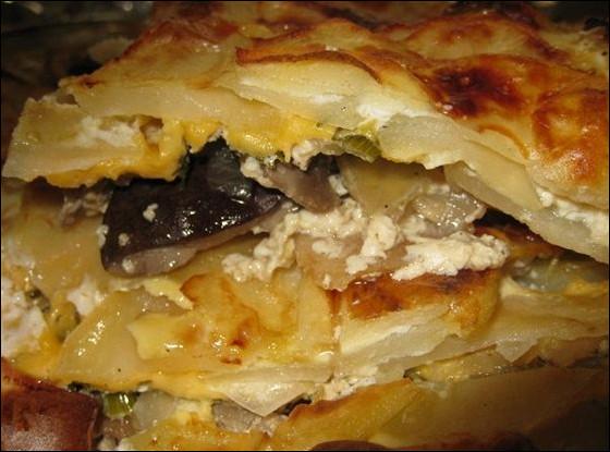 Картофельная запеканка с грибами и сыром.