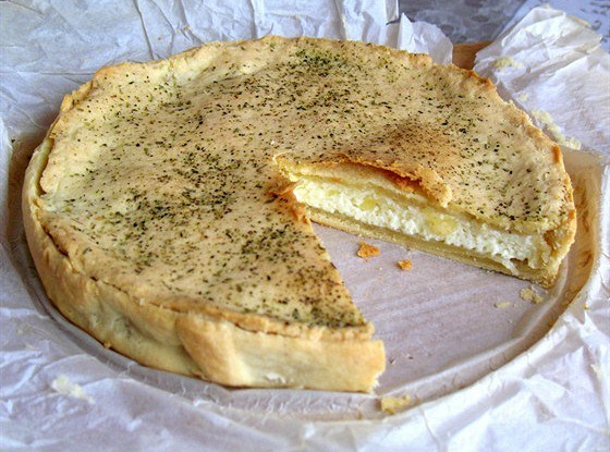 Быстрый пирог с адыгейским сыром и брынзой