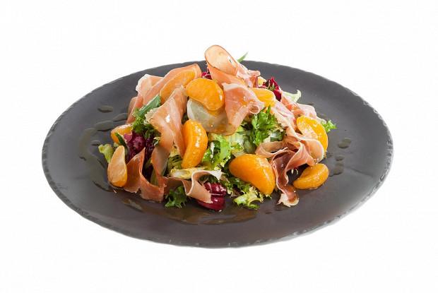Салат с мандаринами и прошутто