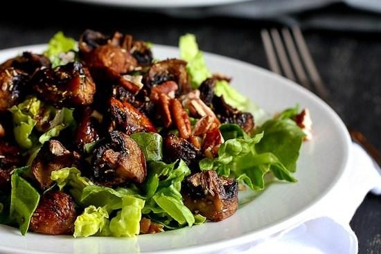 Салат с романо и запеченными грибами