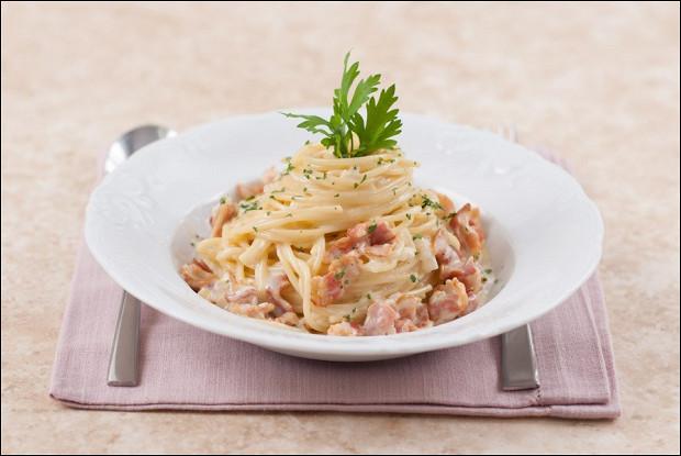 Спагетти карбонара с петрушкой